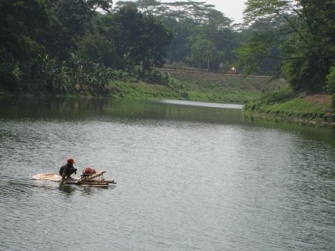 Di kampus UI ada terdapat enam buah danau yang luasnya bervariasi, yang paling sering dikunjungi adalah danau yang terletak di dekat Gedung Rektorat UI dan yang terletak didekat Wisma Makara UI.