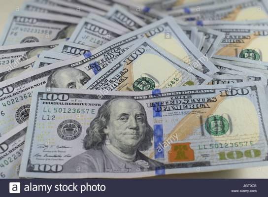 messy-pile-of-new-hundred-dollar-bills-american-money-100-usd-cash-JGT0CB